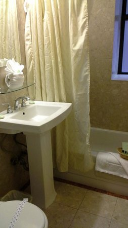Radio City Apartments: Small bathroom - 2 bed apart