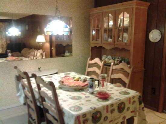 Alamo Inn B&B, Gear & Tours : Dining room