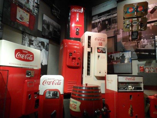 World of Coca-Cola: Best of Coke machines!!