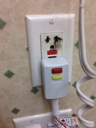 Hampton Inn Cincinnati - Kings Island: Burnt plug.