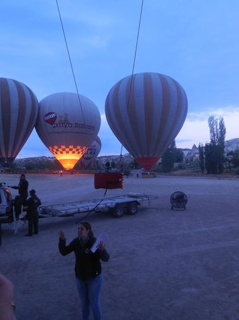 Hotel Cave Deluxe: Our first morning in Cappidocia we went hot air ballooning