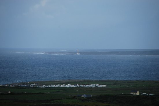 Harbour View Bed & Breakfast: Clear morning view to Aran Islands (+a bit of zoom)
