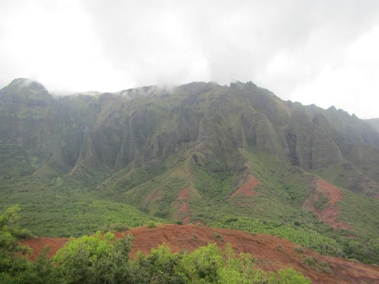 Kalalau Trail: View of the Cathedral prior to walking into valley for Kalalau Beach