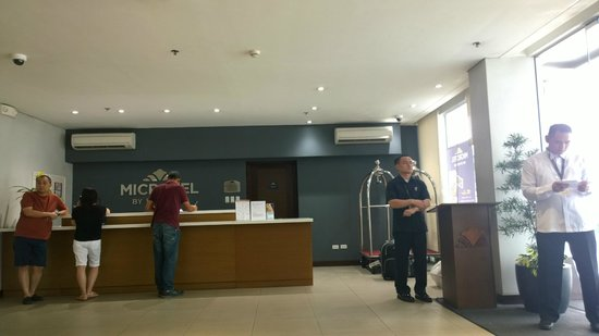 Microtel Inn & Suites by Wyndham Acropolis : lobby