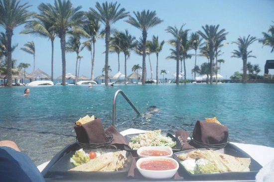 Cabo Azul Resort: Lunch by the pool, on the floating bed, with view of the ocean.
