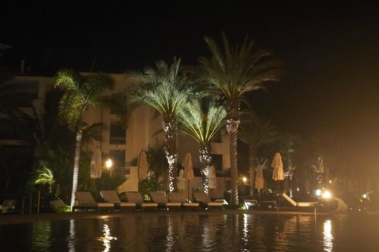 Cabo Azul Resort: Night time at the pool