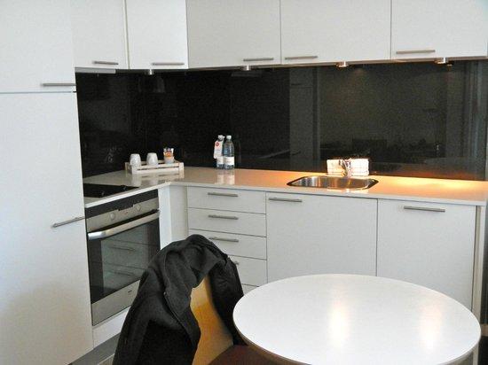 Adina Apartment Hotel Copenhagen : Kitchen Area
