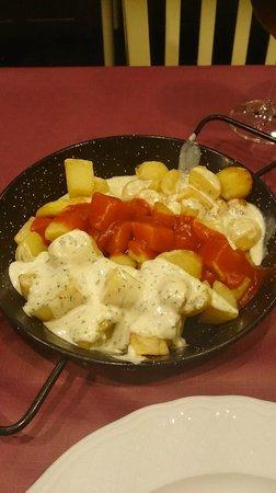 Casa Pedro: Patatas tres salsas (alioli, bravas y cabrales)