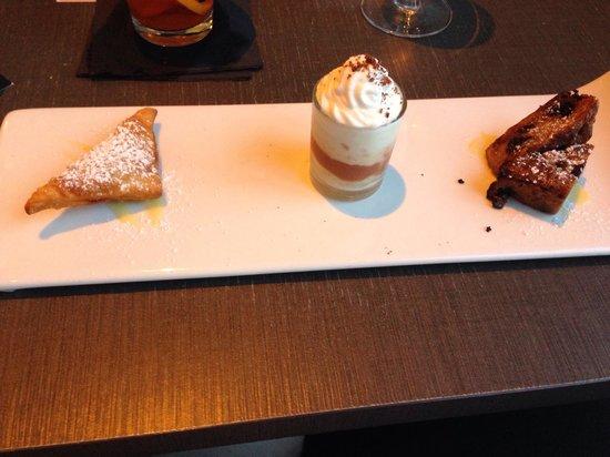 """15th & Vine Kitchen and Bar: Love the """"mini"""" dessert options"""