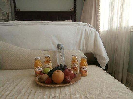 Casa del Mar: Fruits in my room