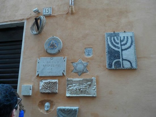 Jewish Roma Private Walking Tours : Wall in Jewish Quarter