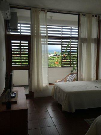 Posada del Mar: Lovely room with small balcony and cable tv