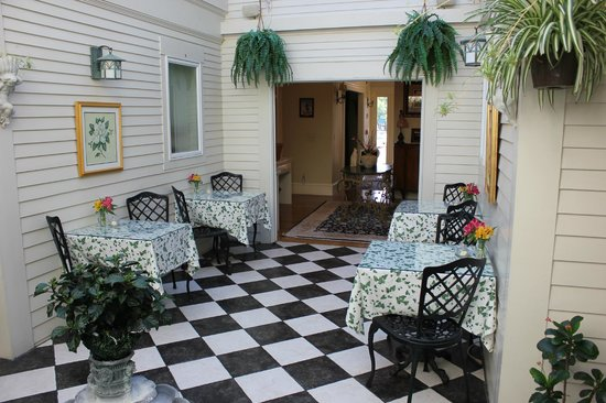 Captain Farris House Bed & Breakfast: Dining Area