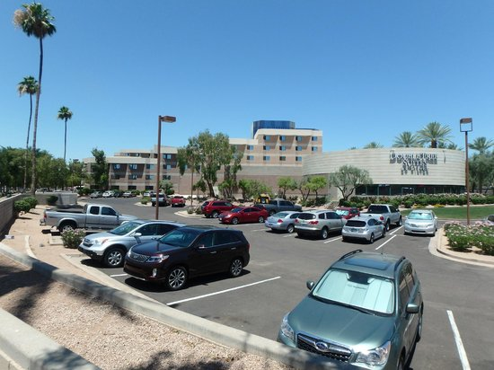 DoubleTree Suites by Hilton Hotel Phoenix: Outside view of hotel