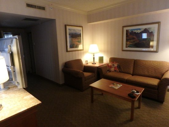DoubleTree Suites by Hilton Hotel Phoenix: Living Room