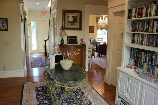 Captain Farris House Bed & Breakfast: Foyer