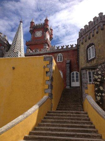 Inside Lisbon Tours : Escadas no Palácio de Pena