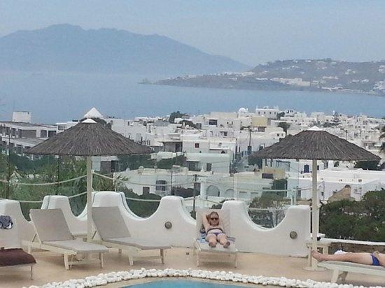 Ilio Maris Hotel: la ciudad desde la zona de la piscina