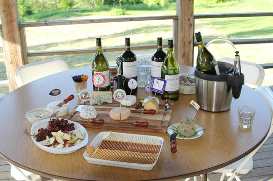 Craftsbury Outdoor Center: Great Wine & Cheese (local artisan cheese) on the last night