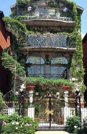 Chicago Food Planet Food Tours: A house in the residential area