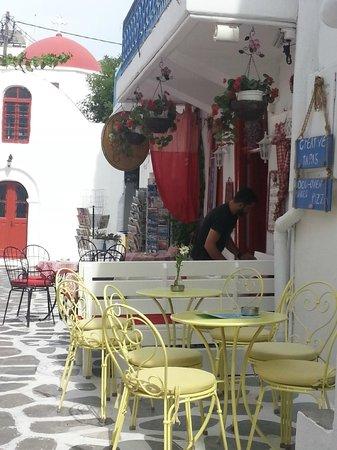 Ilio Maris Hotel : barcitos y restaurantes en las veredas