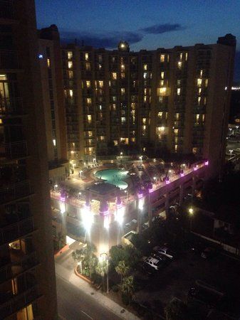 Wyndham Ocean Boulevard: Picture of pool at tower 4 from tower 1..beautiful at night