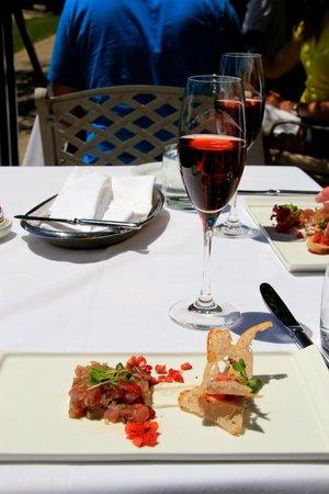 Peller Estates Winery Restaurant : Tuna Tartar - Delicious!!