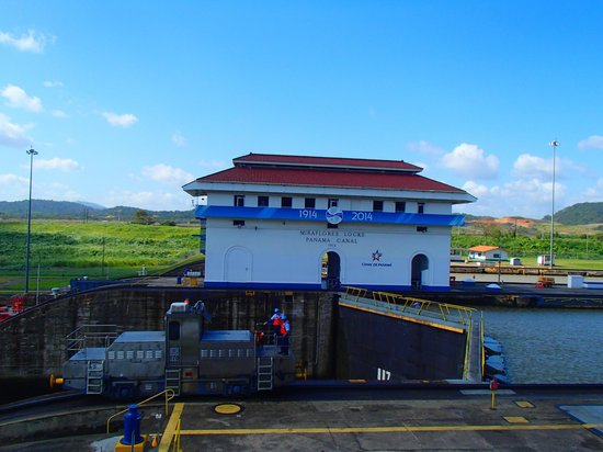Barefoot Panama: The Miraflores Locks, Panama City