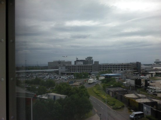 Radisson Blu Hotel, Manchester Airport: airport view