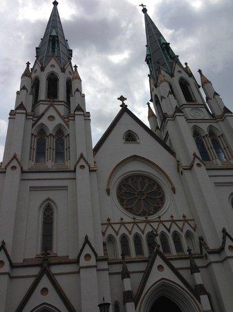Cathédrale Saint-Jean-Baptiste : Impressive facade