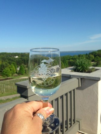 Pointes North Beachfront Resort Hotel : cheers to traverse city and summer
