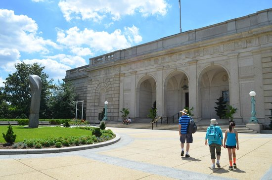 Smithsonian Institution Freer Gallery of Art and Arthur M. Sackler Gallery : The exterior on the mall