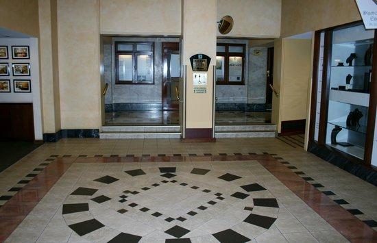 The Grace Hotel Sydney: Hall