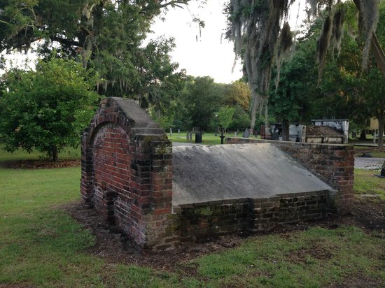 Colonial Park Cemetery: Early memorial