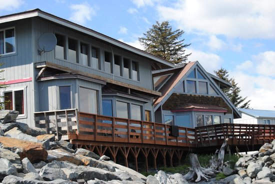 Alaska Saltwater Lodge: view from the beach