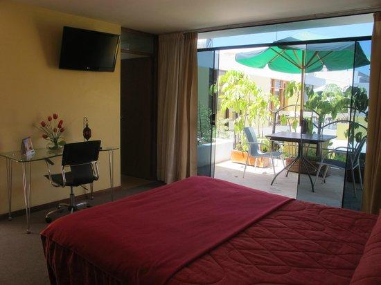 La Gruta Hotel : habitación con balcón