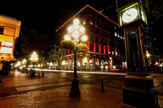 Vancouver Photo Walks: Gastown at night
