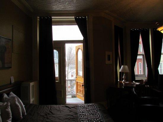 Hotel l'Ermitage : Doorway to balcony