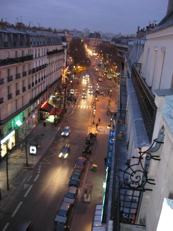 Paris France Hotel: Looking towards Place de la Republique