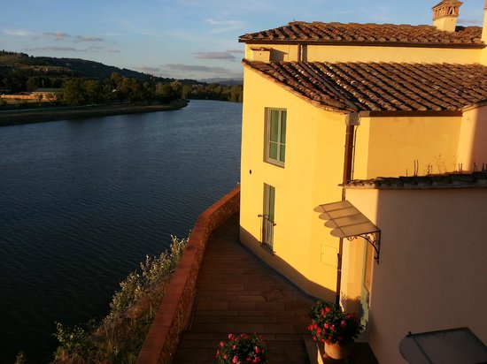 Hotel Mulino di Firenze: out the window at twilight