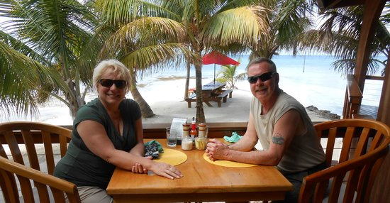 Hatchet Caye Resort : At the Lionfish Grill