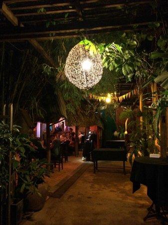 The Touich Restaurant Bar: lighting