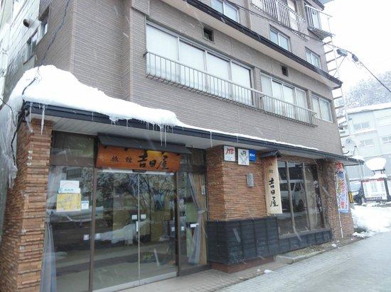 Yoshidaya : Outside from the Yosidaya on winter