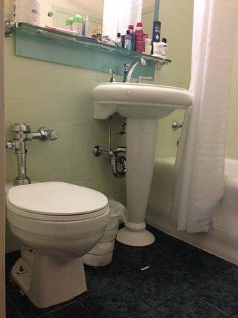 The New Yorker A Wyndham Hotel: banheiro