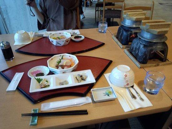 Urakawa Yushun Village AERU: 夕食配膳時