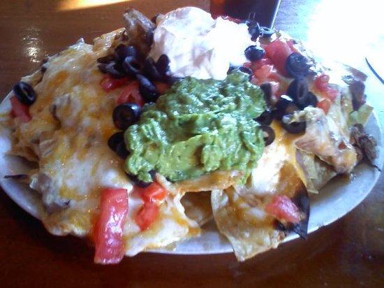 Roberto's Mexican Cafe : Nachos with Carne Asada