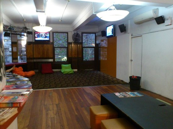 World Square Hostel: lobby & reception area