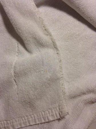Park Plaza Sukhumvit Bangkok: The towels have been having loose ends of yarn problem