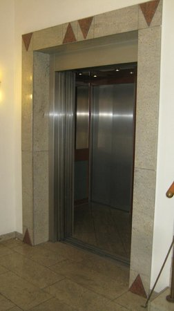 BEST WESTERN PLUS Hotel Excelsior: Aufzug