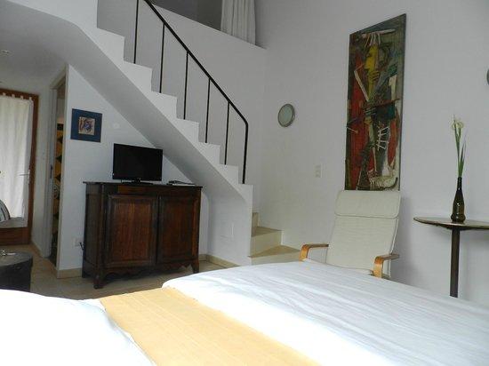 La Radassiere : Room 1 Beautiful Artwork